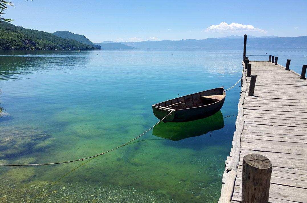 Залив на костях, Македония