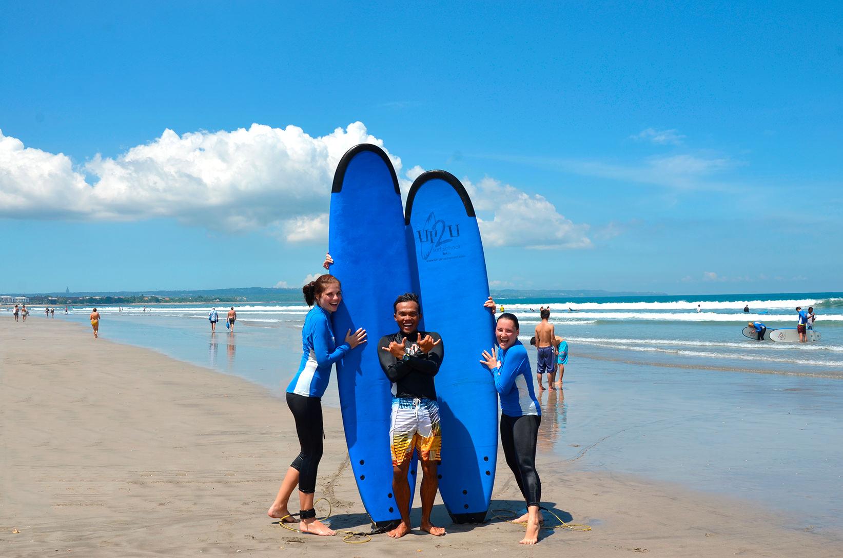 Инструктор школы серфинга Up2U