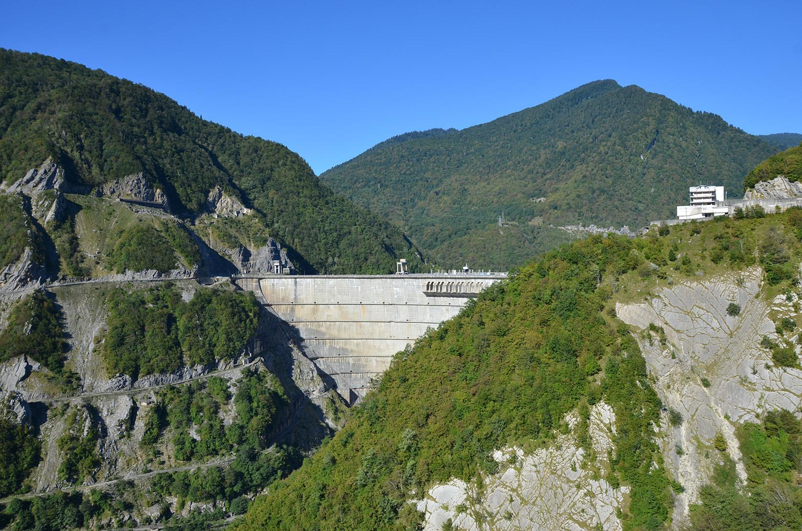 Дамба Ингурской ГЭС