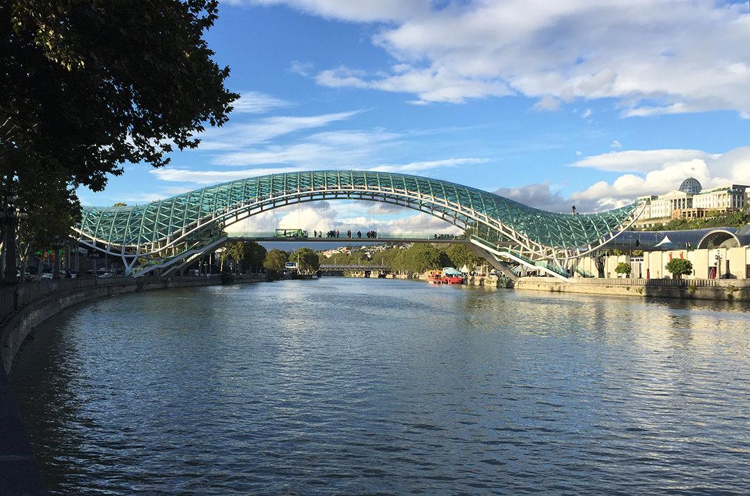 Мост Мира на реке Кура, Тбилиси
