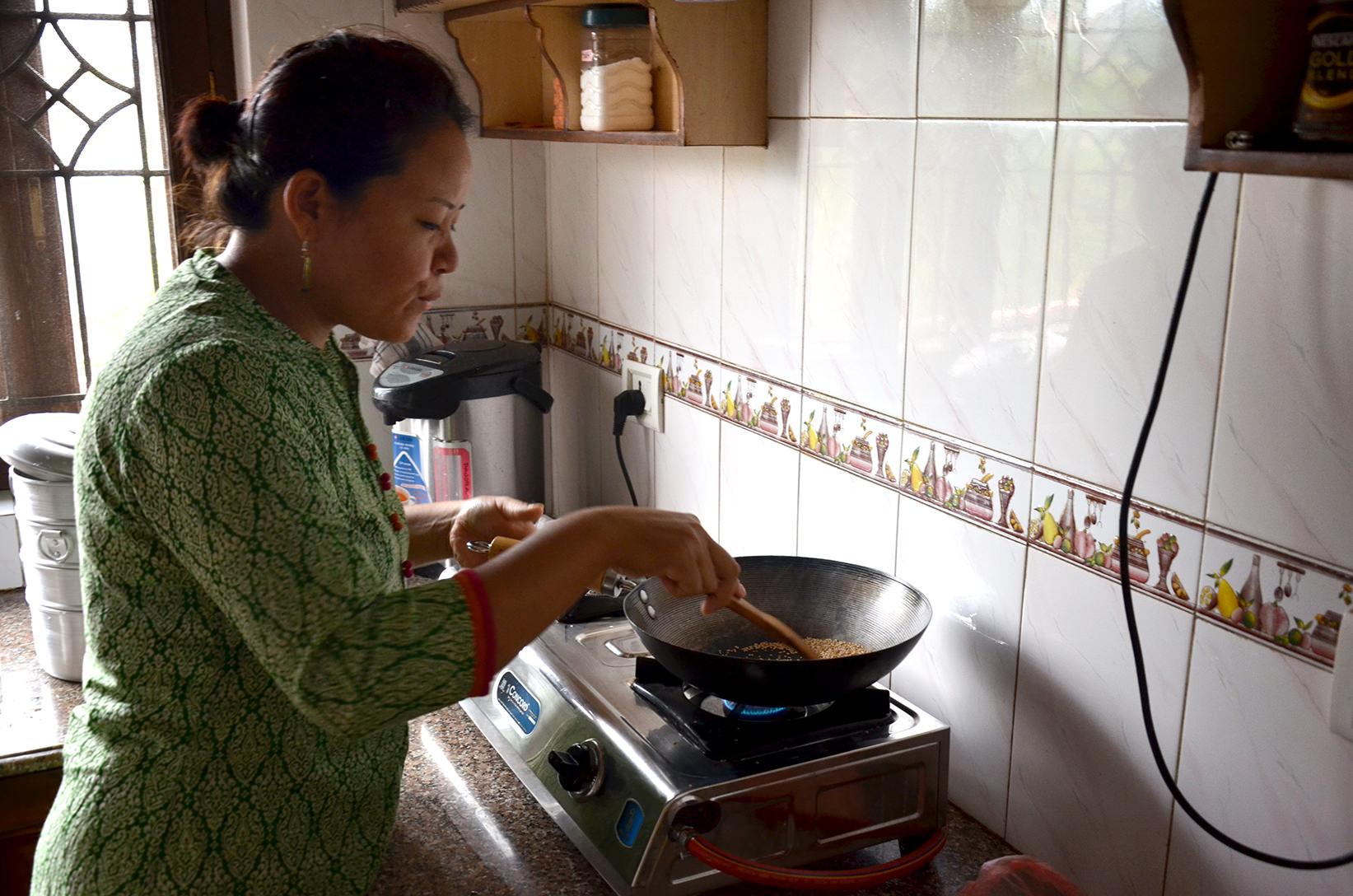 Обжарка кунжута в соус для момо