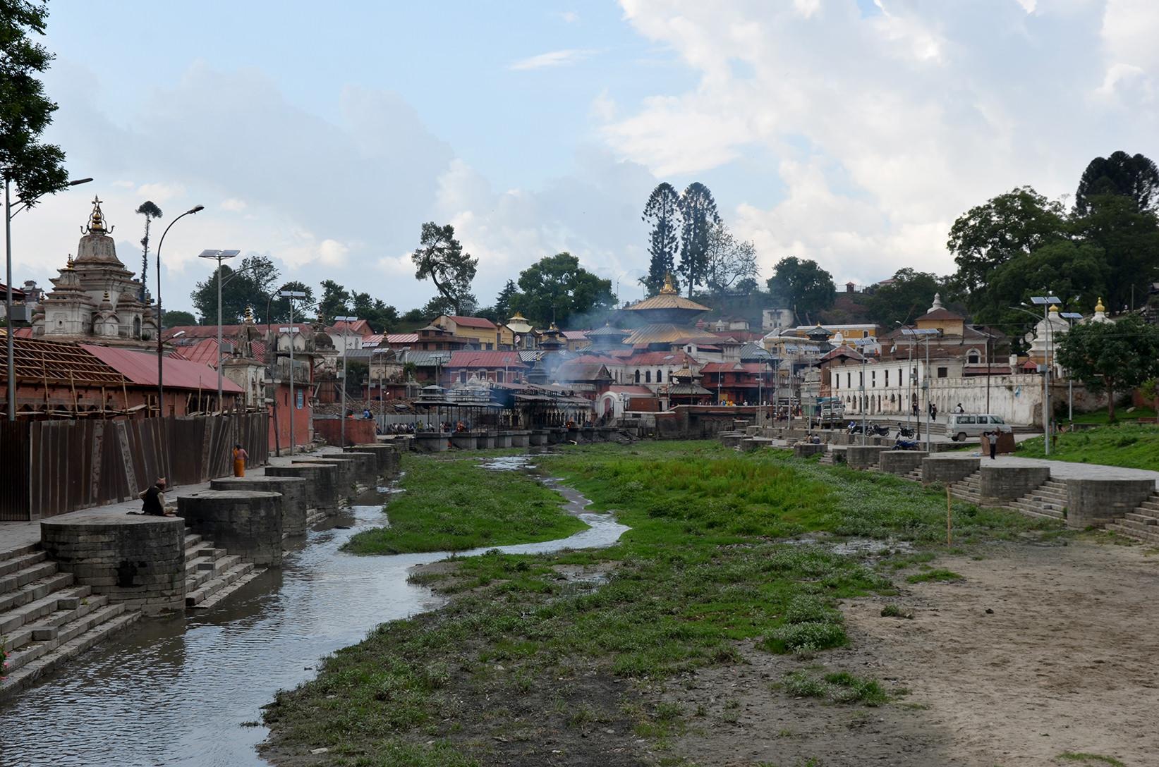 Река Багмати в Катманду, Непал