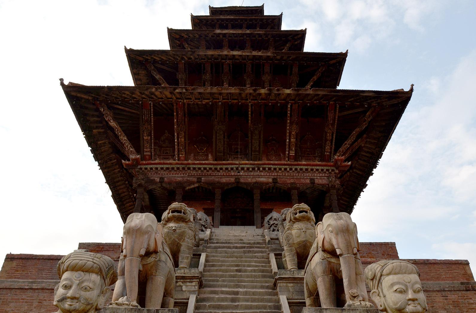 Храм Ньятаполе в Бхактапуре, Непал