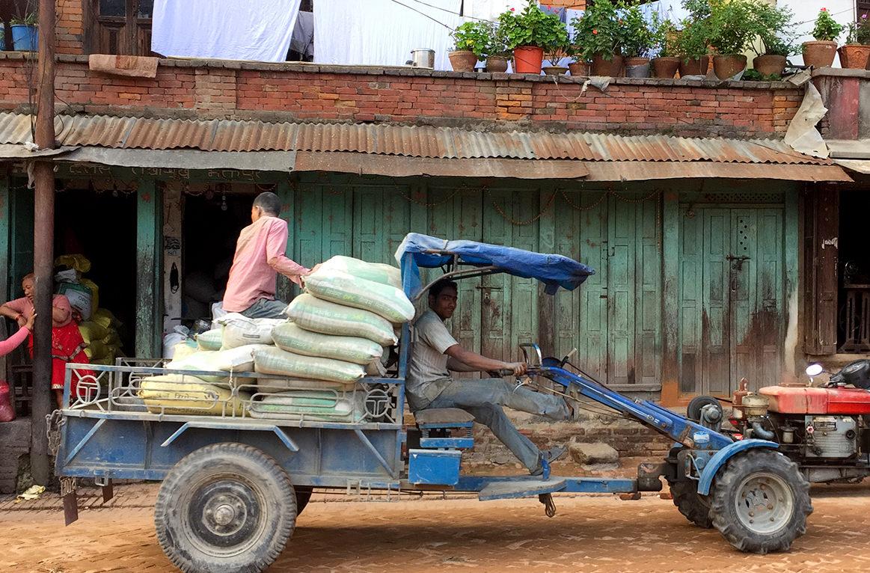 Самодельное транспортное средство непальцев