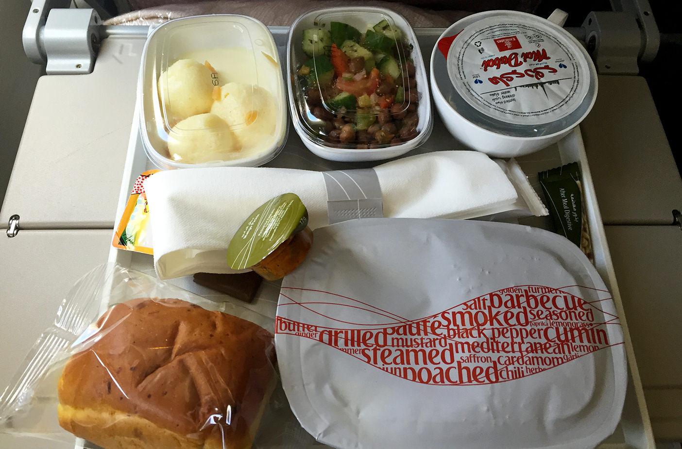 Чем кормят на борту Emirates