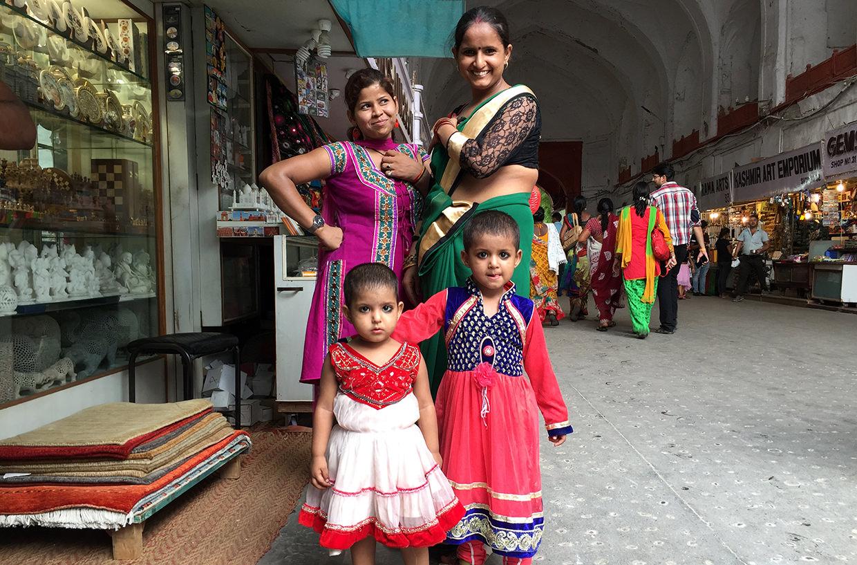 Наряженные индийские дети