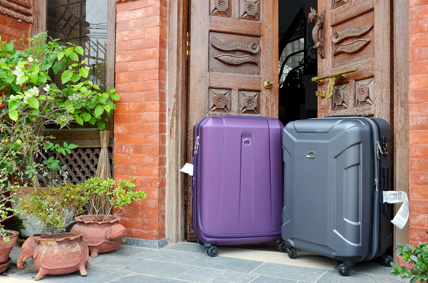 Пластиковые чемоданы для путешествий