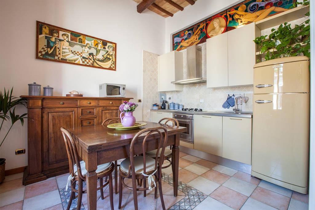 Кухня апартаментов L'Aurora al Colosseo