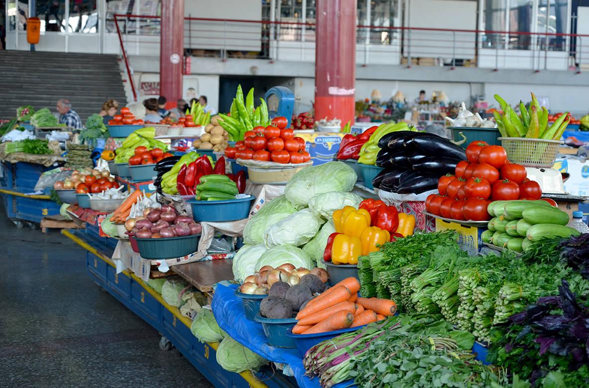 Овощи и зелень на ереванском рынке