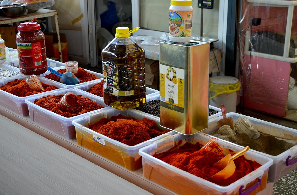 Масло и специи на ереванском рынке