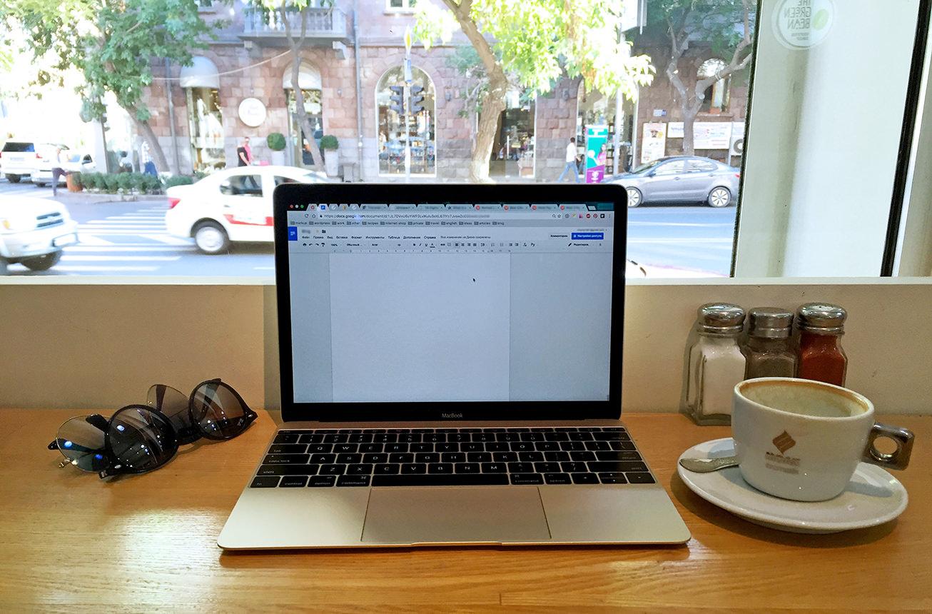 Написание статьи в кофейне