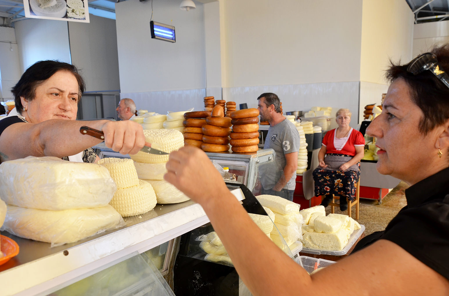 Местный рынок или продуктовый рынок Батуми, Грузия