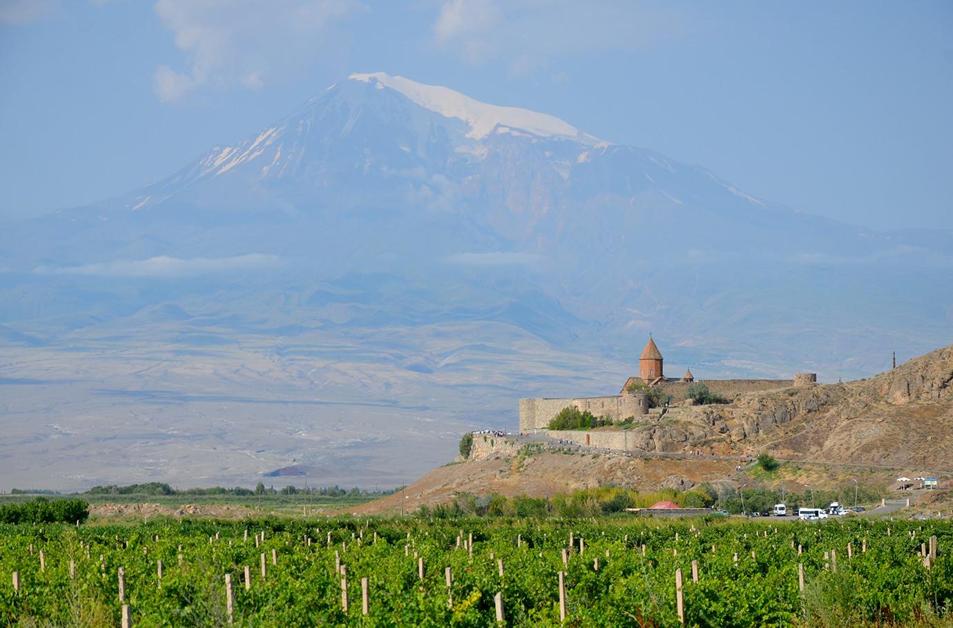Хор Вирап на фоне Большого Арарата, Армения
