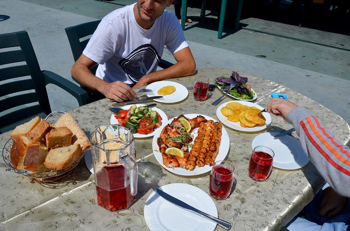 Ресторан на озере Севан, Армения