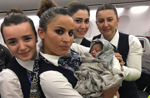 Экипаж Turkish Airlines принял роды прямо во время полета
