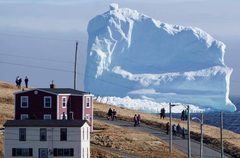 Гигантский айсберг стал канадской достопримечательностью