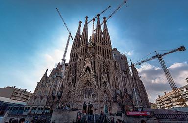 Храм Святого Семейства в Барселоне бьет новые рекорды