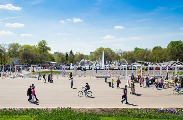 Летом в парках Москвы будут проходить бесплатные занятия английским