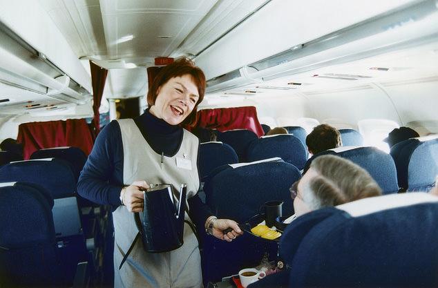 Пассажирка Ryanair получит компенсацию за пролитый на неё горячий чай