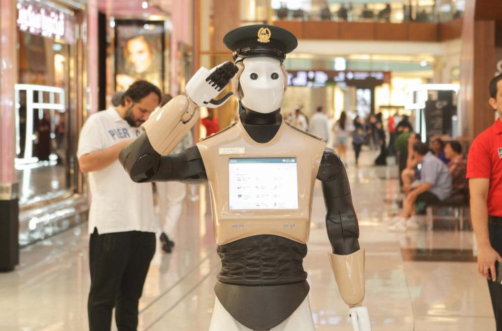 В Дубае первый робот-полицейский вышел на службу