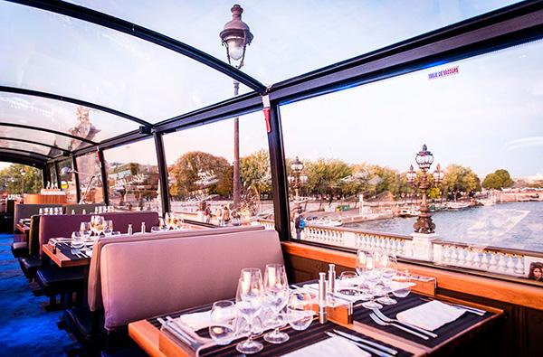 В Лондоне и Париже проводят экскурсии на автобусе-ресторане