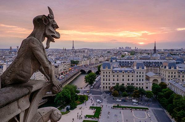 Парижские такси предлагают экскурсии с гидом