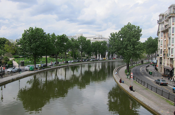 Парки Парижа будут работать в ночное время