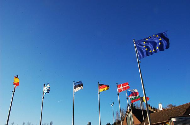Украинские консульства в Германии будут помогать гражданам в день старта безвиза