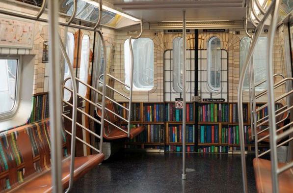 В метро Нью-Йорка открылась городская онлайн-библиотека