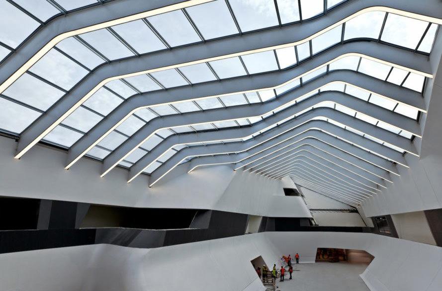 В Неаполе открыли ж/д станцию, построенную по проекту Захи Хадид
