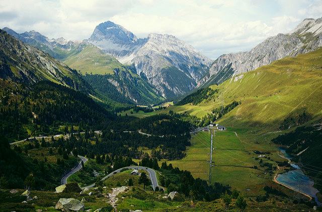 В швейцарской деревне выписывают штраф за фото местных пейзажей