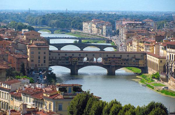Власти Флоренции запрещают делать селфи на мостах