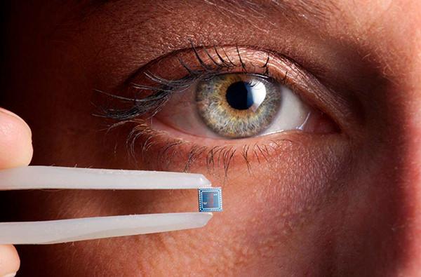 Американская компания имплантирует чипы своим сотрудникам