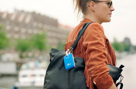 Авиакомпания KLM разработала багажные бирки-путеводители