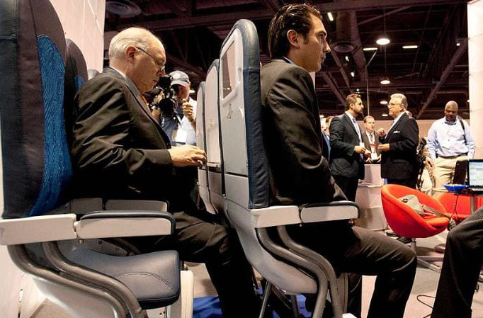 Лоукостер Колумбии хочет установить вертикальные кресла для пассажиров