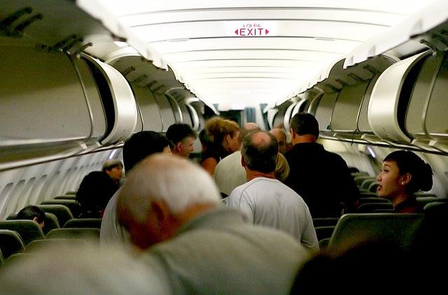 Названы поступки пассажиров, которые раздражают стюардесс
