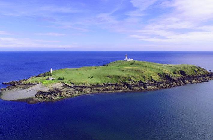 Шотландский остров продают по цене квартиры
