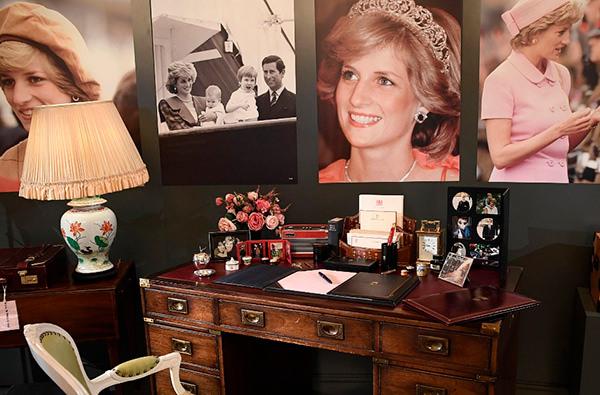 В Букингемском дворце пройдет выставка личных вещей принцессы Дианы