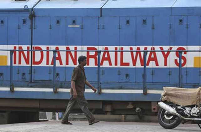 В Индии запустили первый поезд c солнечными панелями