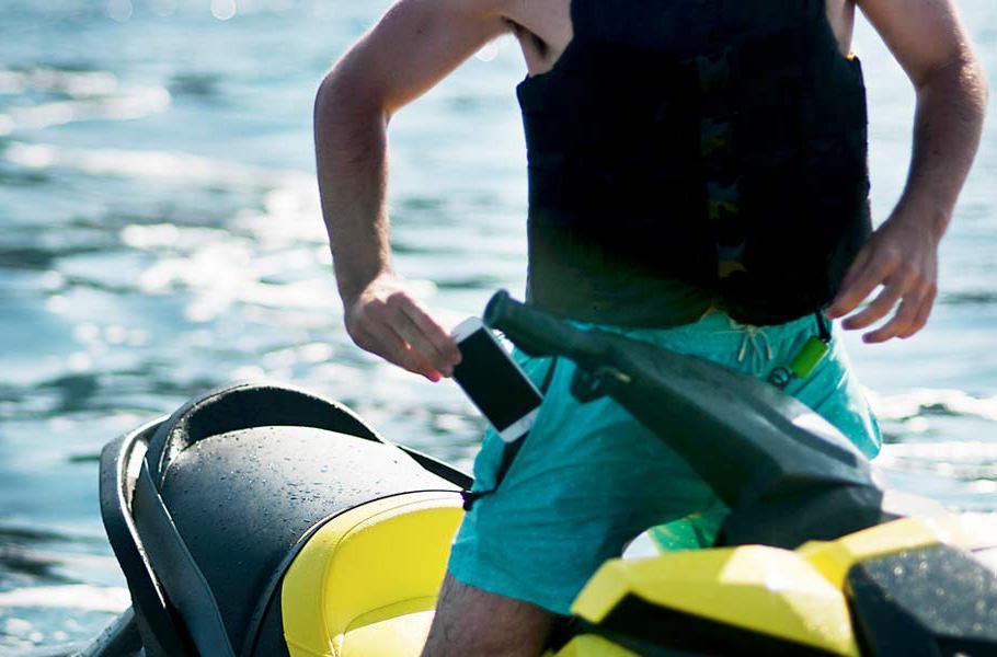 В Испании создали плавки с водонепроницаемыми карманами