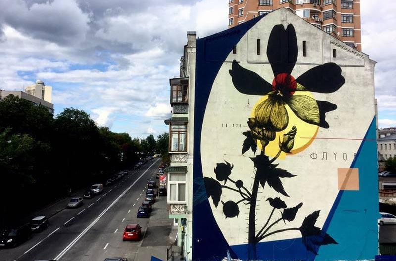 В Киеве появились муралы в поддержку стрит-арта и мира
