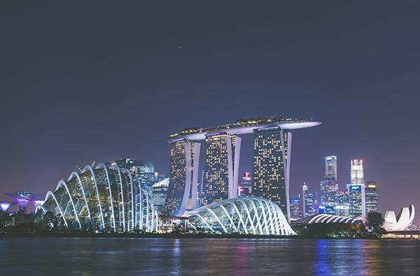В Сингапуре запретят курить в кафе и ресторанах