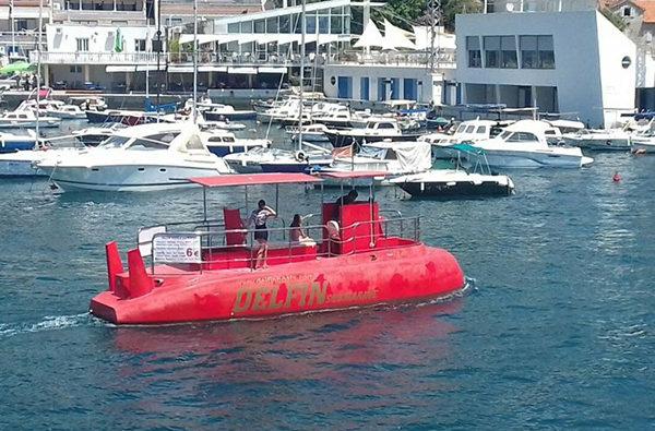 В Херцег-Нови появились экскурсии на подводной лодке