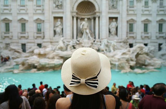 Власти Рима ограничили доступ туристов к фонтану Треви