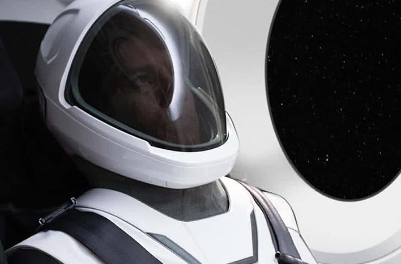 Илон Маск продемонстрировал первый скафандр SpaceX
