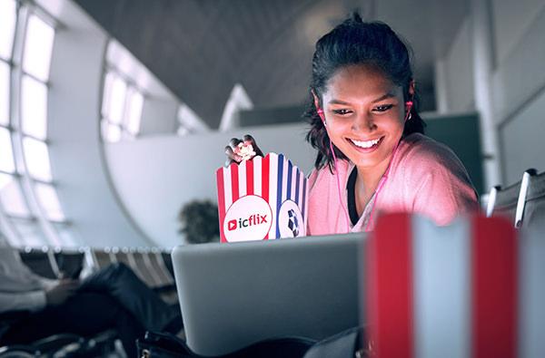 Пассажирам дубайского аэропорта будут показывать фильмы на личных устройствах