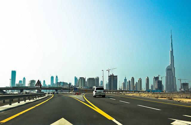 В Эмиратах создали ПДД для беспилотных автомобилей