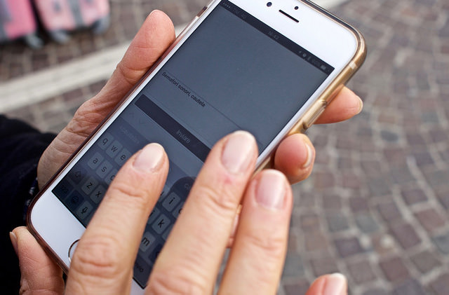 В Гонолулу введут штрафы для пешеходов за пересечение проезжей части со смартфоном в руках