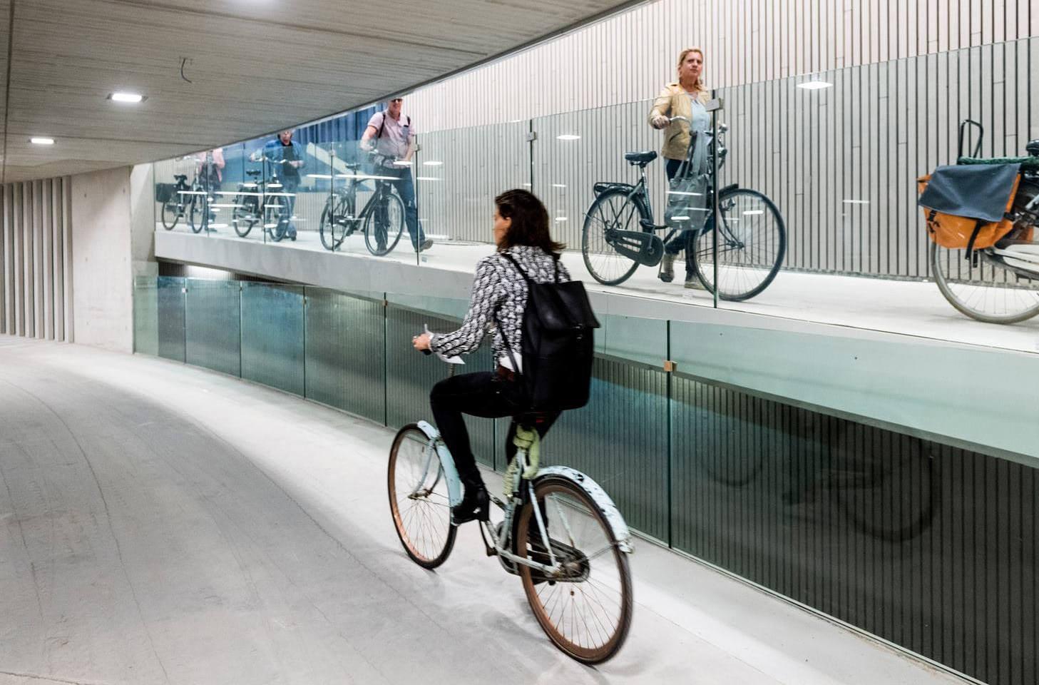 В Нидерландах построили крупнейшую в мире велопарковку
