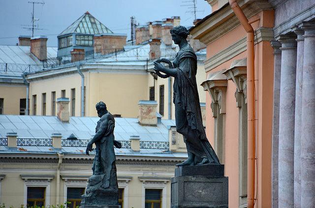 В Санкт-Петербурге разрешили экскурсии на крышах